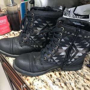 Shoes - Women's tribal Booties like new